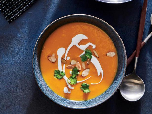 Фото блюда - Суп-пюре из батата и арахиса