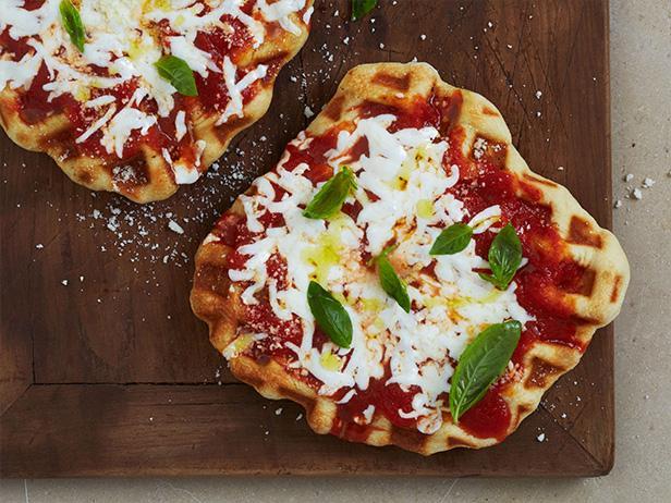Фото Пицца «Маргарита» в вафельнице