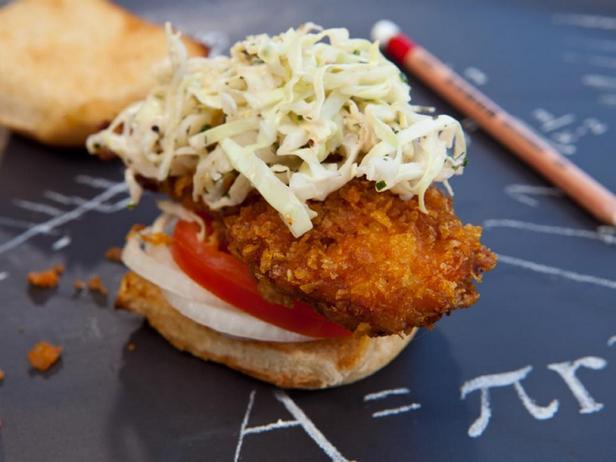 Фото блюда - Слайдер-сэндвичи с куриными пальчиками и чесночным маслом