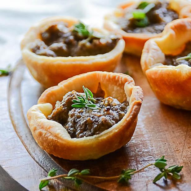 Фото блюда - Корзиночки с грибами и грецкими орехами