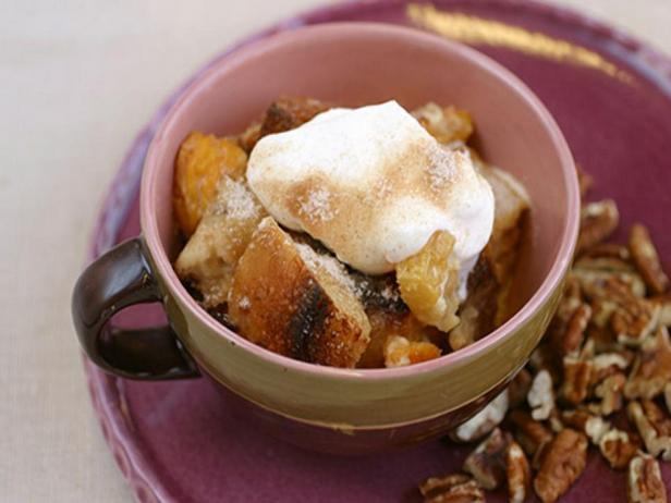 Фотография блюда - Зимний хлебный пудинг с сушёными грушами в мультиварке