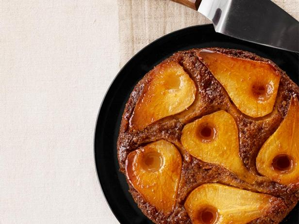 Фотография блюда - Пирог перевертыш с грушами в мультиварке