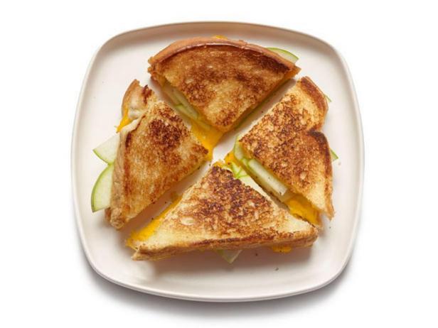 Фото блюда - Горячий сэндвич с сыром и яблоком от Ри Драммонд