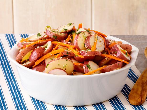 33. Картофельный салат с морковью и кунжутом