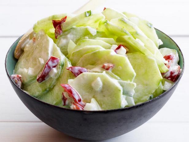 Фотография блюда - Салат из огурцов с маринованными перцами