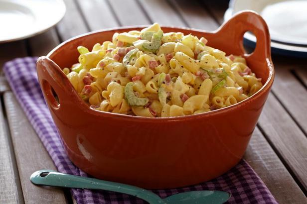 Фотография блюда - Салат с макаронами, яйцами и ветчиной
