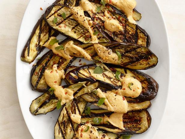 Фотография блюда - Баклажаны на гриле под арахисовым соусом