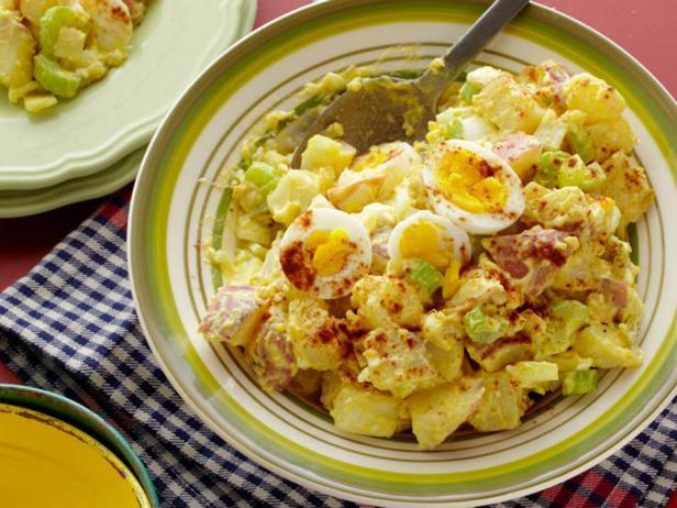 Фотография блюда - Картофельный салат с пикули и яйцами