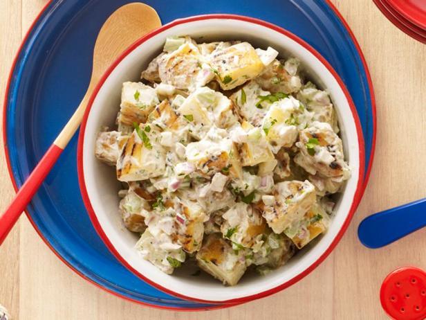 Фотография блюда - Картофельный салат на гриле с паприкой