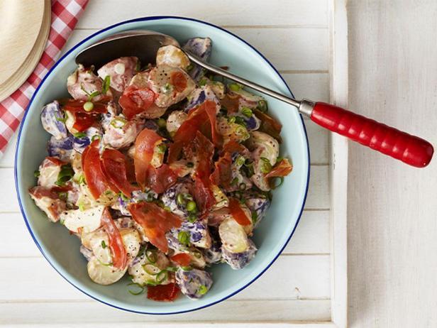 Фотография блюда - Картофельный салат с прошутто и майонезной заправкой