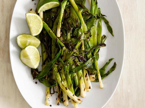 Фотография блюда - Зелёный лук с соком лайма на гриле