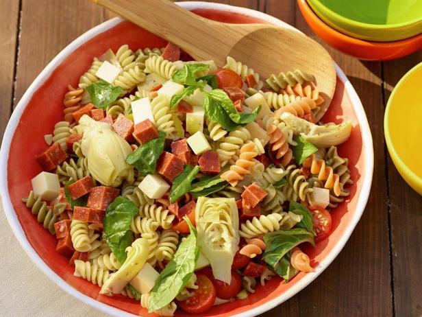 Фотография блюда - Итальянский салат с пастой