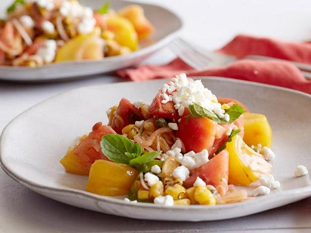 Фотография блюда - Салат с кукурузой-гриль, помидорами и винегретной заправкой