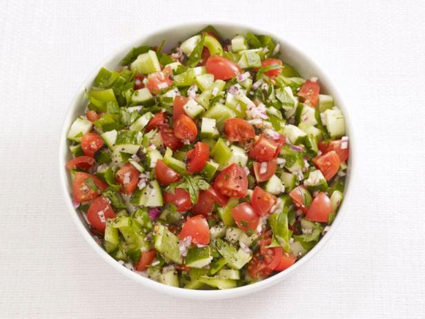 Фотография блюда - Салат с помидорами, огурцами и сладким перцем