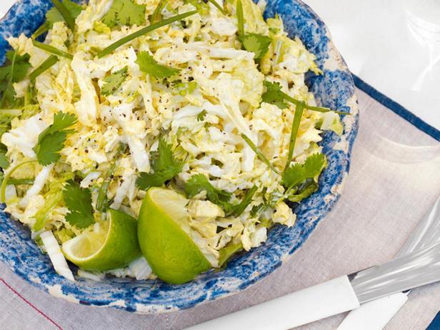 Фотография блюда - Салат с савойской капустой