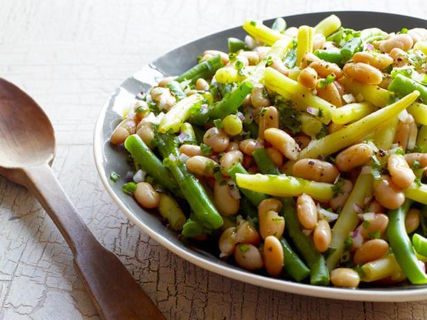 Фотография блюда - Салат со стручковой и белой фасолью