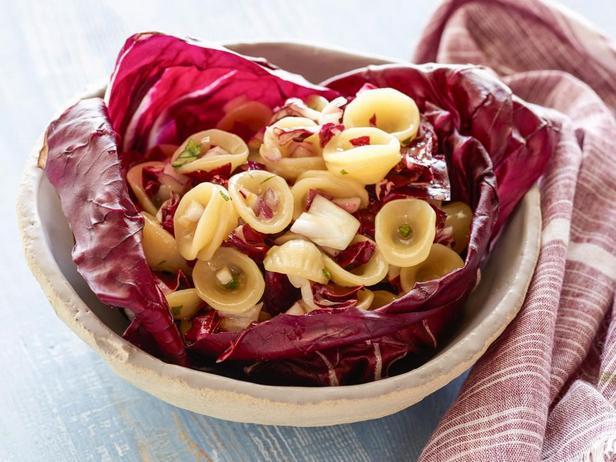Фотография блюда - Салат с пастой и радиккьо