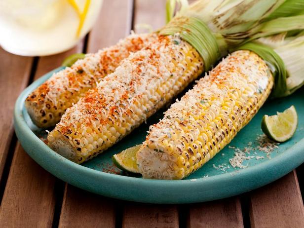 Фотография блюда - Жареная кукуруза в початках по-мексикански