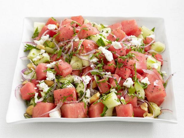 Фотография блюда - Салат из арбуза и огурца