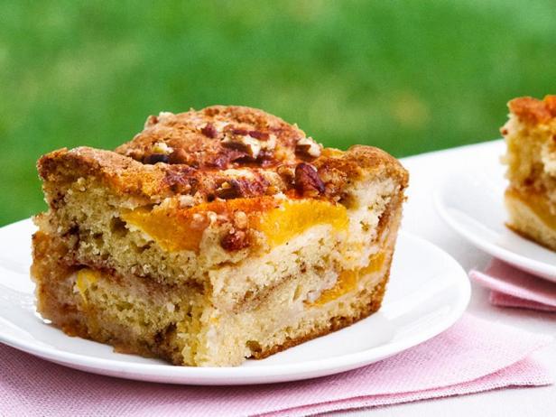 Фотография блюда - Кекс со свежими персиками