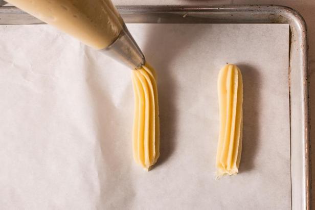 Выдавливайте тесто