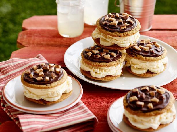 Фотография блюда - Печенье сэндвич с бананами и мороженым