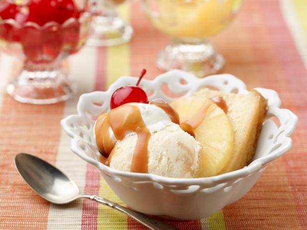 Фотография блюда - Ананасовый сандей из домашнего мороженого