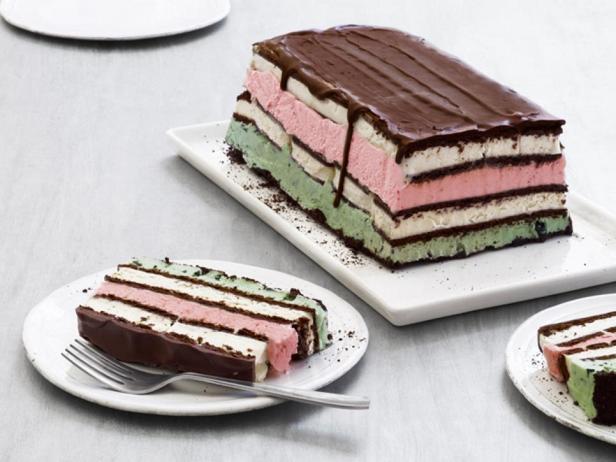 Фотография блюда - Неаполитанский многослойный торт-мороженое