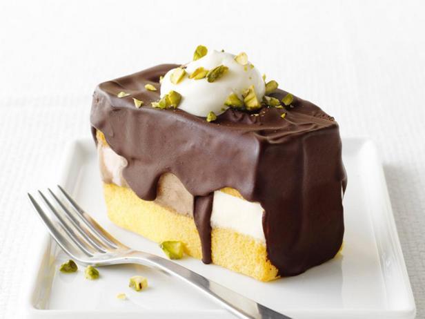 Фотография блюда - Пирожное из неаполитанского мороженого