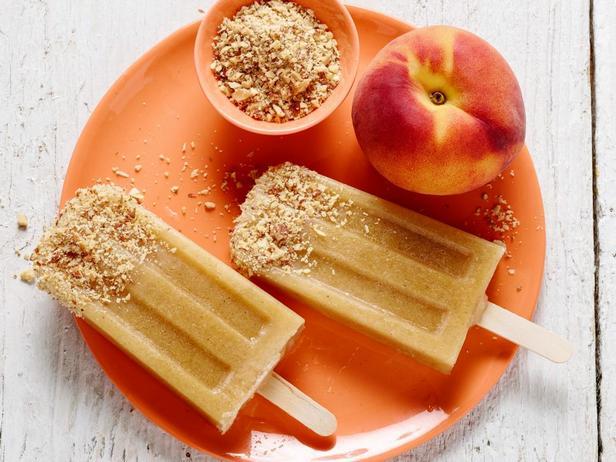 Фотография блюда - Фруктовый лед с персиком-гриль и миндалем