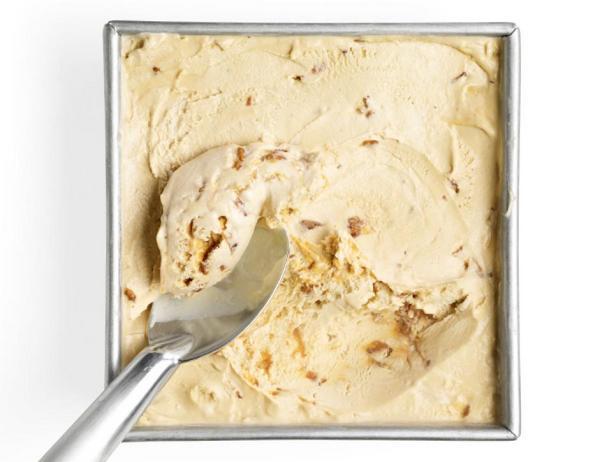 Фотография блюда - Кленовое мороженое с грильяжем и беконом
