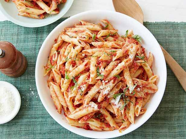 Фотография блюда - Макароны пенне с соусом песто из вяленых томатов