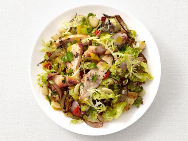 Фотография блюда - Теплый салат с курицей и фасолью