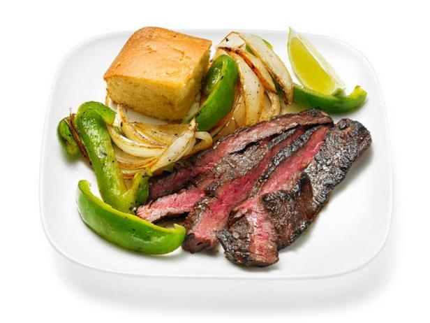 Фотография блюда - Стейк из говядины с кофейной корочкой и овощами