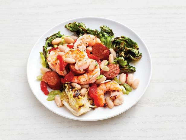 Фотография блюда - Теплый салат из фасоли с креветками на гриле