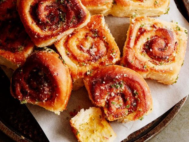 Фото блюда - Булочки с сыром, беконом и шнитт-луком