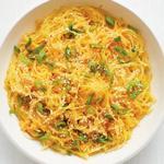 Тыква спагетти с имбирём и зелёным луком