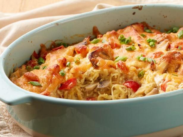 Фото Запеченные тыквенные спагетти с курицей