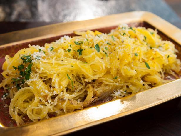 Фотография блюда - Печёная тыква спагетти с пармезаном и трюфельным маслом