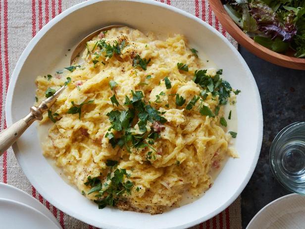 Фотография блюда - Паста карбонара из тыквы-спагетти
