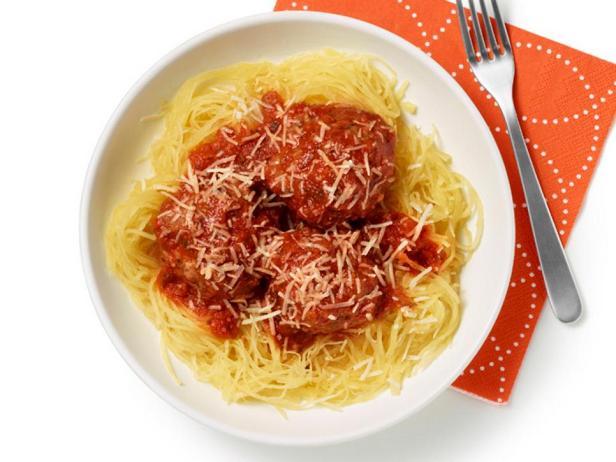 Фотография блюда - Тыква-спагетти с мясными фрикадельками