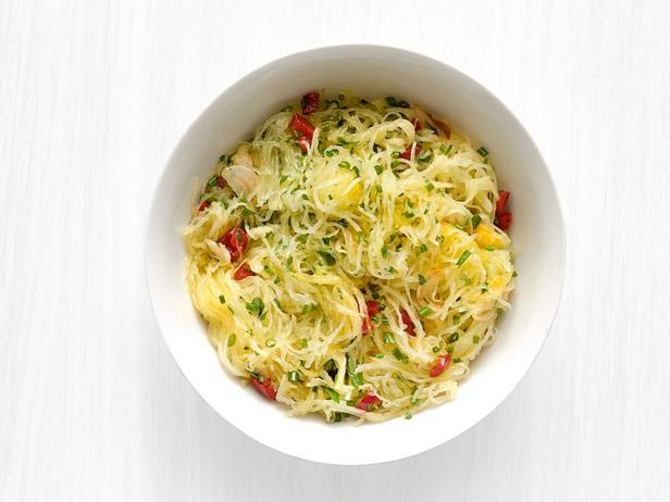 Фотография блюда - Тыква Спагетти с чесноком, острым перцем и зеленью