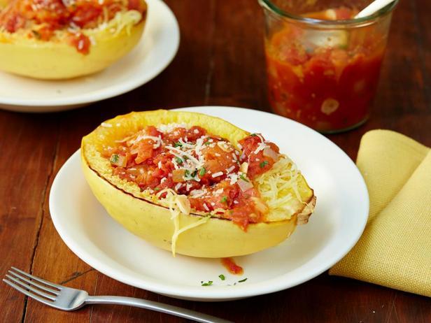 Фотография блюда - Тыква-спагетти с острым томатным соусом маринара