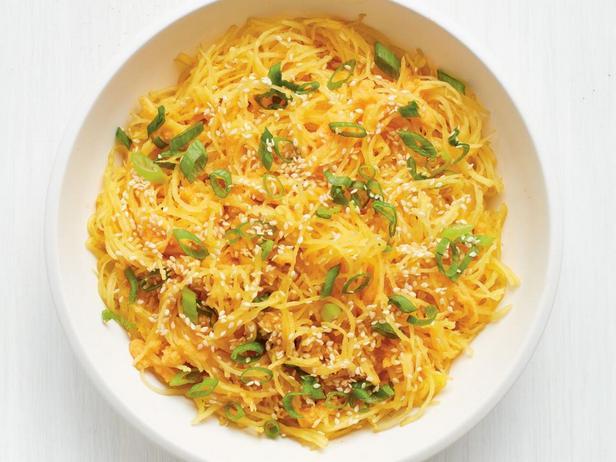 Фотография блюда - Тыква спагетти с имбирём и зелёным луком