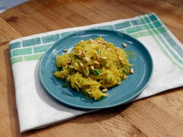 Фотография блюда - Тыква-спагетти с заправкой из приправы карри и лука-шалота