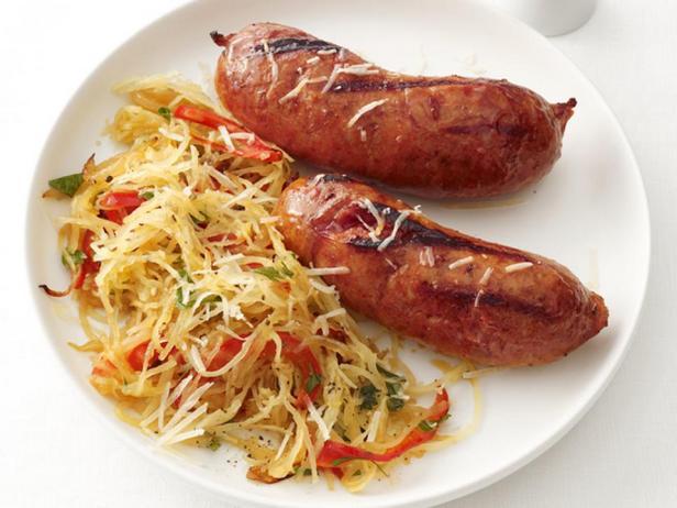 Фотография блюда - Тыква-спагетти с купатами