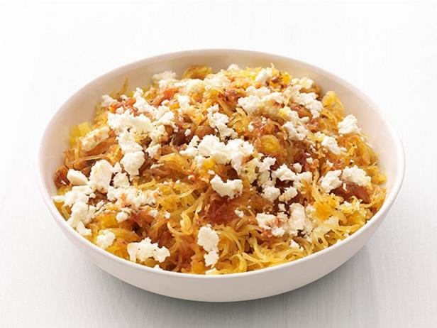 Фотография блюда - Овощные спагетти с сыром фета