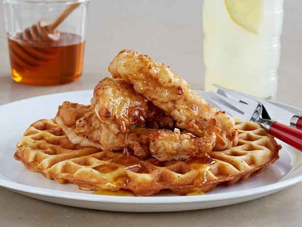 Фотография блюда - Бельгийские вафли с курицей