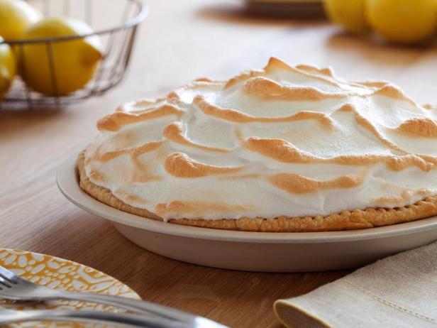 Фотография блюда - Лимонный пирог с безе