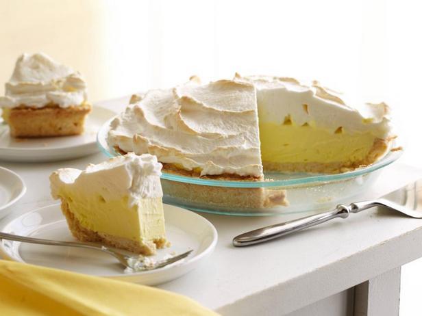 Фотография блюда - Лимонный торт-мороженое с воздушной белковой глазурью
